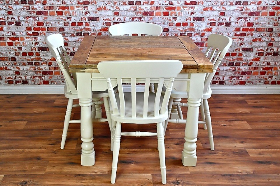 Extending Rustic Farmhouse Dining Table Set